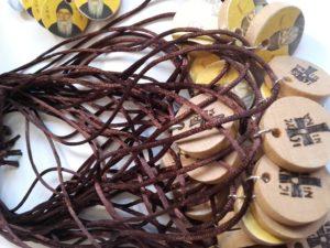 περιδέραιο άγιος παΐσιος - διακοσμητικά και διάφορα χειροποίητα είδη - decorative and various handmade crafts - handicraftcyprus.com - όλα τα είδη χειροτεχνημάτων του εργαστηρίου μας. χειροποίητα δώρα, τάβλια με σκάλισμα και πυρογραφία, σκάκια σκαλιστά, ξύλινα ρολόγια με σκάλισμα, παιδικά κρεμμασταράκια με παιδικούς ήρωες, ξύλινες φιγούρες και σχήματα, σχέδιο με πυρογράφο σε νεροκολοκύθες, μπομπονιέρες βάφτισης, μπομπονιέρες γάμου γάμων, επιχειρηματικά δώρα, ξεχωριστά δώρα επιχειρήσεων, παλαίωση φωτογραφίας, μπαούλα σκαλιστά, κρεμμασταράκια τοίχου για κλειδιά, κρεμμαστάρια ρούχων σκαλιστά, σκαλιστές κορνίζες, χειροποίητοι καθρέφτες με σκάλισμα, εικόνες αγίων με σκάλισμα, παλαιωμένες εικόνες αγίων, διακοσμητικά είδη χειροποίητα, αξεσουάρ γραφείου, σχέδια σε ξύλο, ξυλογλυπτική, παλαίωση εικόνων, αγιογραφίες, πυρογραφία, χαλκογραφία, κορνίζες, καθρέφτες, χειροποίητα, βάφτιση, γάμος, επέτειος, Πάφος, Λευκωσία, Λεμεσός, Λάρνακα.