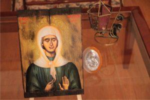 αγία οσία ματρώνα - παλαίωση εικόνας αγίου σε ξύλο - aged religious icons on wood - handicraftcyprus.com - όλα τα είδη χειροτεχνημάτων του εργαστηρίου μας. χειροποίητα δώρα, τάβλια με σκάλισμα και πυρογραφία, σκάκια σκαλιστά, ξύλινα ρολόγια με σκάλισμα, παιδικά κρεμμασταράκια με παιδικούς ήρωες, ξύλινες φιγούρες και σχήματα, σχέδιο με πυρογράφο σε νεροκολοκύθες, μπομπονιέρες βάφτισης, μπομπονιέρες γάμου γάμων, επιχειρηματικά δώρα, ξεχωριστά δώρα επιχειρήσεων, παλαίωση φωτογραφίας, μπαούλα σκαλιστά, κρεμμασταράκια τοίχου για κλειδιά, κρεμμαστάρια ρούχων σκαλιστά, σκαλιστές κορνίζες, χειροποίητοι καθρέφτες με σκάλισμα, εικόνες αγίων με σκάλισμα, παλαιωμένες εικόνες αγίων, διακοσμητικά είδη χειροποίητα, αξεσουάρ γραφείου, σχέδια σε ξύλο, ξυλογλυπτική, παλαίωση εικόνων, αγιογραφίες, πυρογραφία, χαλκογραφία, κορνίζες, καθρέφτες, χειροποίητα, βάφτιση, γάμος, επέτειος, Πάφος, Λευκωσία, Λεμεσός, Λάρνακα.