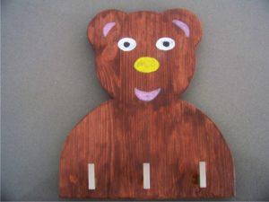 αρκουδάκι παιδική κρεμμάστρα τοίχου - handicraftcyprus.com - όλα τα είδη χειροτεχνημάτων του εργαστηρίου μας. χειροποίητα δώρα, τάβλια με σκάλισμα και πυρογραφία, σκάκια σκαλιστά, ξύλινα ρολόγια με σκάλισμα, παιδικά κρεμμασταράκια με παιδικούς ήρωες, ξύλινες φιγούρες και σχήματα, σχέδιο με πυρογράφο σε νεροκολοκύθες, μπομπονιέρες βάφτισης, μπομπονιέρες γάμου γάμων, επιχειρηματικά δώρα, ξεχωριστά δώρα επιχειρήσεων, παλαίωση φωτογραφίας, μπαούλα σκαλιστά, κρεμμασταράκια τοίχου για κλειδιά, κρεμμαστάρια ρούχων σκαλιστά, σκαλιστές κορνίζες, χειροποίητοι καθρέφτες με σκάλισμα, εικόνες αγίων με σκάλισμα, παλαιωμένες εικόνες αγίων, διακοσμητικά είδη χειροποίητα, αξεσουάρ γραφείου, σχέδια σε ξύλο, ξυλογλυπτική, παλαίωση εικόνων, αγιογραφίες, πυρογραφία, χαλκογραφία, κορνίζες, καθρέφτες, χειροποίητα, βάφτιση, γάμος, επέτειος, Πάφος, Λευκωσία, Λεμεσός, Λάρνακα.