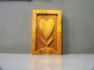 σκαλιστή καρδία μπομπονιέρα με πυρογραφία - χειροποίητες μπομπονιέρες - handmade bonbonniere - handicraftcyprus.com - όλα τα είδη χειροτεχνημάτων του εργαστηρίου μας. χειροποίητα δώρα, τάβλια με σκάλισμα και πυρογραφία, σκάκια σκαλιστά, ξύλινα ρολόγια με σκάλισμα, παιδικά κρεμμασταράκια με παιδικούς ήρωες, ξύλινες φιγούρες και σχήματα, σχέδιο με πυρογράφο σε νεροκολοκύθες, μπομπονιέρες βάφτισης, μπομπονιέρες γάμου γάμων, επιχειρηματικά δώρα, ξεχωριστά δώρα επιχειρήσεων, παλαίωση φωτογραφίας, μπαούλα σκαλιστά, κρεμμασταράκια τοίχου για κλειδιά, κρεμμαστάρια ρούχων σκαλιστά, σκαλιστές κορνίζες, χειροποίητοι καθρέφτες με σκάλισμα, εικόνες αγίων με σκάλισμα, παλαιωμένες εικόνες αγίων, διακοσμητικά είδη χειροποίητα, αξεσουάρ γραφείου, σχέδια σε ξύλο, ξυλογλυπτική, παλαίωση εικόνων, αγιογραφίες, πυρογραφία, χαλκογραφία, κορνίζες, καθρέφτες, χειροποίητα, βάφτιση, γάμος, επέτειος, Πάφος, Λευκωσία, Λεμεσός, Λάρνακα.