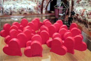 καρδία φιγούρα - χειροποίητες μπομπονιέρες - handmade bonbonniere - handicraftcyprus.com - όλα τα είδη χειροτεχνημάτων του εργαστηρίου μας. χειροποίητα δώρα, τάβλια με σκάλισμα και πυρογραφία, σκάκια σκαλιστά, ξύλινα ρολόγια με σκάλισμα, παιδικά κρεμμασταράκια με παιδικούς ήρωες, ξύλινες φιγούρες και σχήματα, σχέδιο με πυρογράφο σε νεροκολοκύθες, μπομπονιέρες βάφτισης, μπομπονιέρες γάμου γάμων, επιχειρηματικά δώρα, ξεχωριστά δώρα επιχειρήσεων, παλαίωση φωτογραφίας, μπαούλα σκαλιστά, κρεμμασταράκια τοίχου για κλειδιά, κρεμμαστάρια ρούχων σκαλιστά, σκαλιστές κορνίζες, χειροποίητοι καθρέφτες με σκάλισμα, εικόνες αγίων με σκάλισμα, παλαιωμένες εικόνες αγίων, διακοσμητικά είδη χειροποίητα, αξεσουάρ γραφείου, σχέδια σε ξύλο, ξυλογλυπτική, παλαίωση εικόνων, αγιογραφίες, πυρογραφία, χαλκογραφία, κορνίζες, καθρέφτες, χειροποίητα, βάφτιση, γάμος, επέτειος, Πάφος, Λευκωσία, Λεμεσός, Λάρνακα.