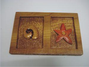 σκαλιστές χειροποίητες μπομπονιέρες - handmade bonbonniere - handicraftcyprus.com - όλα τα είδη χειροτεχνημάτων του εργαστηρίου μας. χειροποίητα δώρα, τάβλια με σκάλισμα και πυρογραφία, σκάκια σκαλιστά, ξύλινα ρολόγια με σκάλισμα, παιδικά κρεμμασταράκια με παιδικούς ήρωες, ξύλινες φιγούρες και σχήματα, σχέδιο με πυρογράφο σε νεροκολοκύθες, μπομπονιέρες βάφτισης, μπομπονιέρες γάμου γάμων, επιχειρηματικά δώρα, ξεχωριστά δώρα επιχειρήσεων, παλαίωση φωτογραφίας, μπαούλα σκαλιστά, κρεμμασταράκια τοίχου για κλειδιά, κρεμμαστάρια ρούχων σκαλιστά, σκαλιστές κορνίζες, χειροποίητοι καθρέφτες με σκάλισμα, εικόνες αγίων με σκάλισμα, παλαιωμένες εικόνες αγίων, διακοσμητικά είδη χειροποίητα, αξεσουάρ γραφείου, σχέδια σε ξύλο, ξυλογλυπτική, παλαίωση εικόνων, αγιογραφίες, πυρογραφία, χαλκογραφία, κορνίζες, καθρέφτες, χειροποίητα, βάφτιση, γάμος, επέτειος, Πάφος, Λευκωσία, Λεμεσός, Λάρνακα.