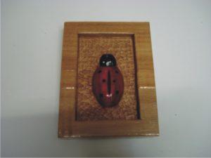 σκαλιστή παπαρούνα - χειροποίητες μπομπονιέρες - handmade bonbonniere - handicraftcyprus.com - όλα τα είδη χειροτεχνημάτων του εργαστηρίου μας. χειροποίητα δώρα, τάβλια με σκάλισμα και πυρογραφία, σκάκια σκαλιστά, ξύλινα ρολόγια με σκάλισμα, παιδικά κρεμμασταράκια με παιδικούς ήρωες, ξύλινες φιγούρες και σχήματα, σχέδιο με πυρογράφο σε νεροκολοκύθες, μπομπονιέρες βάφτισης, μπομπονιέρες γάμου γάμων, επιχειρηματικά δώρα, ξεχωριστά δώρα επιχειρήσεων, παλαίωση φωτογραφίας, μπαούλα σκαλιστά, κρεμμασταράκια τοίχου για κλειδιά, κρεμμαστάρια ρούχων σκαλιστά, σκαλιστές κορνίζες, χειροποίητοι καθρέφτες με σκάλισμα, εικόνες αγίων με σκάλισμα, παλαιωμένες εικόνες αγίων, διακοσμητικά είδη χειροποίητα, αξεσουάρ γραφείου, σχέδια σε ξύλο, ξυλογλυπτική, παλαίωση εικόνων, αγιογραφίες, πυρογραφία, χαλκογραφία, κορνίζες, καθρέφτες, χειροποίητα, βάφτιση, γάμος, επέτειος, Πάφος, Λευκωσία, Λεμεσός, Λάρνακα.