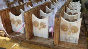 βιβλιοστάτης κουκουβάγια - χειροποίητες μπομπονιέρες - handmade bonbonniere - handicraftcyprus.com - όλα τα είδη χειροτεχνημάτων του εργαστηρίου μας. χειροποίητα δώρα, τάβλια με σκάλισμα και πυρογραφία, σκάκια σκαλιστά, ξύλινα ρολόγια με σκάλισμα, παιδικά κρεμμασταράκια με παιδικούς ήρωες, ξύλινες φιγούρες και σχήματα, σχέδιο με πυρογράφο σε νεροκολοκύθες, μπομπονιέρες βάφτισης, μπομπονιέρες γάμου γάμων, επιχειρηματικά δώρα, ξεχωριστά δώρα επιχειρήσεων, παλαίωση φωτογραφίας, μπαούλα σκαλιστά, κρεμμασταράκια τοίχου για κλειδιά, κρεμμαστάρια ρούχων σκαλιστά, σκαλιστές κορνίζες, χειροποίητοι καθρέφτες με σκάλισμα, εικόνες αγίων με σκάλισμα, παλαιωμένες εικόνες αγίων, διακοσμητικά είδη χειροποίητα, αξεσουάρ γραφείου, σχέδια σε ξύλο, ξυλογλυπτική, παλαίωση εικόνων, αγιογραφίες, πυρογραφία, χαλκογραφία, κορνίζες, καθρέφτες, χειροποίητα, βάφτιση, γάμος, επέτειος, Πάφος, Λευκωσία, Λεμεσός, Λάρνακα.
