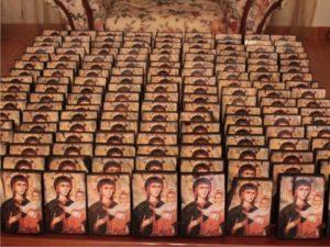 παναγία αμόλυντος - παλαίωση εικόνας αγίου - χειροποίητες μπομπονιέρες - handmade bonbonniere - handicraftcyprus.com - όλα τα είδη χειροτεχνημάτων του εργαστηρίου μας. χειροποίητα δώρα, τάβλια με σκάλισμα και πυρογραφία, σκάκια σκαλιστά, ξύλινα ρολόγια με σκάλισμα, παιδικά κρεμμασταράκια με παιδικούς ήρωες, ξύλινες φιγούρες και σχήματα, σχέδιο με πυρογράφο σε νεροκολοκύθες, μπομπονιέρες βάφτισης, μπομπονιέρες γάμου γάμων, επιχειρηματικά δώρα, ξεχωριστά δώρα επιχειρήσεων, παλαίωση φωτογραφίας, μπαούλα σκαλιστά, κρεμμασταράκια τοίχου για κλειδιά, κρεμμαστάρια ρούχων σκαλιστά, σκαλιστές κορνίζες, χειροποίητοι καθρέφτες με σκάλισμα, εικόνες αγίων με σκάλισμα, παλαιωμένες εικόνες αγίων, διακοσμητικά είδη χειροποίητα, αξεσουάρ γραφείου, σχέδια σε ξύλο, ξυλογλυπτική, παλαίωση εικόνων, αγιογραφίες, πυρογραφία, χαλκογραφία, κορνίζες, καθρέφτες, χειροποίητα, βάφτιση, γάμος, επέτειος, Πάφος, Λευκωσία, Λεμεσός, Λάρνακα.