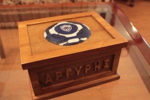 ξύλινα σκαλιστά μπαούλα από ξύλο πεύκου με φωτογραφία και πυροργραφία- wooden carved chests - handicraftcyprus.com - όλα τα είδη χειροτεχνημάτων του εργαστηρίου μας. χειροποίητα δώρα, τάβλια με σκάλισμα και πυρογραφία, σκάκια σκαλιστά, ξύλινα ρολόγια με σκάλισμα, παιδικά κρεμμασταράκια με παιδικούς ήρωες, ξύλινες φιγούρες και σχήματα, σχέδιο με πυρογράφο σε νεροκολοκύθες, μπομπονιέρες βάφτισης, μπομπονιέρες γάμου γάμων, επιχειρηματικά δώρα, ξεχωριστά δώρα επιχειρήσεων, παλαίωση φωτογραφίας, μπαούλα σκαλιστά, κρεμμασταράκια τοίχου για κλειδιά, κρεμμαστάρια ρούχων σκαλιστά, σκαλιστές κορνίζες, χειροποίητοι καθρέφτες με σκάλισμα, εικόνες αγίων με σκάλισμα, παλαιωμένες εικόνες αγίων, διακοσμητικά είδη χειροποίητα, αξεσουάρ γραφείου, σχέδια σε ξύλο, ξυλογλυπτική, παλαίωση εικόνων, αγιογραφίες, πυρογραφία, χαλκογραφία, κορνίζες, καθρέφτες, χειροποίητα, βάφτιση, γάμος, επέτειος, Πάφος, Λευκωσία, Λεμεσός, Λάρνακα.