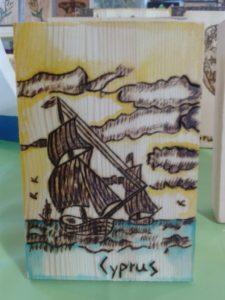 βαρκούλα - ξύλινες φιγούρες και σχέδια - handicraftcyprus.com - όλα τα είδη χειροτεχνημάτων του εργαστηρίου μας. χειροποίητα δώρα, τάβλια με σκάλισμα και πυρογραφία, σκάκια σκαλιστά, ξύλινα ρολόγια με σκάλισμα, παιδικά κρεμμασταράκια με παιδικούς ήρωες, ξύλινες φιγούρες και σχήματα, σχέδιο με πυρογράφο σε νεροκολοκύθες, μπομπονιέρες βάφτισης, μπομπονιέρες γάμου γάμων, επιχειρηματικά δώρα, ξεχωριστά δώρα επιχειρήσεων, παλαίωση φωτογραφίας, μπαούλα σκαλιστά, κρεμμασταράκια τοίχου για κλειδιά, κρεμμαστάρια ρούχων σκαλιστά, σκαλιστές κορνίζες, χειροποίητοι καθρέφτες με σκάλισμα, εικόνες αγίων με σκάλισμα, παλαιωμένες εικόνες αγίων, διακοσμητικά είδη χειροποίητα, αξεσουάρ γραφείου, σχέδια σε ξύλο, ξυλογλυπτική, παλαίωση εικόνων, αγιογραφίες, πυρογραφία, χαλκογραφία, κορνίζες, καθρέφτες, χειροποίητα, βάφτιση, γάμος, επέτειος, Πάφος, Λευκωσία, Λεμεσός, Λάρνακα.