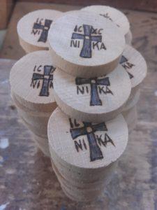 ιησούς χριστός νικά - ξύλινες φιγούρες και σχέδια - handicraftcyprus.com - όλα τα είδη χειροτεχνημάτων του εργαστηρίου μας. χειροποίητα δώρα, τάβλια με σκάλισμα και πυρογραφία, σκάκια σκαλιστά, ξύλινα ρολόγια με σκάλισμα, παιδικά κρεμμασταράκια με παιδικούς ήρωες, ξύλινες φιγούρες και σχήματα, σχέδιο με πυρογράφο σε νεροκολοκύθες, μπομπονιέρες βάφτισης, μπομπονιέρες γάμου γάμων, επιχειρηματικά δώρα, ξεχωριστά δώρα επιχειρήσεων, παλαίωση φωτογραφίας, μπαούλα σκαλιστά, κρεμμασταράκια τοίχου για κλειδιά, κρεμμαστάρια ρούχων σκαλιστά, σκαλιστές κορνίζες, χειροποίητοι καθρέφτες με σκάλισμα, εικόνες αγίων με σκάλισμα, παλαιωμένες εικόνες αγίων, διακοσμητικά είδη χειροποίητα, αξεσουάρ γραφείου, σχέδια σε ξύλο, ξυλογλυπτική, παλαίωση εικόνων, αγιογραφίες, πυρογραφία, χαλκογραφία, κορνίζες, καθρέφτες, χειροποίητα, βάφτιση, γάμος, επέτειος, Πάφος, Λευκωσία, Λεμεσός, Λάρνακα.