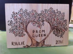 δέντρο αγάπης - ξύλινες φιγούρες και σχέδια - handicraftcyprus.com - όλα τα είδη χειροτεχνημάτων του εργαστηρίου μας. χειροποίητα δώρα, τάβλια με σκάλισμα και πυρογραφία, σκάκια σκαλιστά, ξύλινα ρολόγια με σκάλισμα, παιδικά κρεμμασταράκια με παιδικούς ήρωες, ξύλινες φιγούρες και σχήματα, σχέδιο με πυρογράφο σε νεροκολοκύθες, μπομπονιέρες βάφτισης, μπομπονιέρες γάμου γάμων, επιχειρηματικά δώρα, ξεχωριστά δώρα επιχειρήσεων, παλαίωση φωτογραφίας, μπαούλα σκαλιστά, κρεμμασταράκια τοίχου για κλειδιά, κρεμμαστάρια ρούχων σκαλιστά, σκαλιστές κορνίζες, χειροποίητοι καθρέφτες με σκάλισμα, εικόνες αγίων με σκάλισμα, παλαιωμένες εικόνες αγίων, διακοσμητικά είδη χειροποίητα, αξεσουάρ γραφείου, σχέδια σε ξύλο, ξυλογλυπτική, παλαίωση εικόνων, αγιογραφίες, πυρογραφία, χαλκογραφία, κορνίζες, καθρέφτες, χειροποίητα, βάφτιση, γάμος, επέτειος, Πάφος, Λευκωσία, Λεμεσός, Λάρνακα.