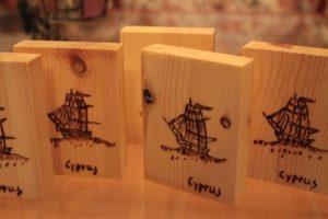 βαρκούλα καραβάκι σχέδιο με πυρογραφία - ξύλινες φιγούρες και σχέδια - handicraftcyprus.com - όλα τα είδη χειροτεχνημάτων του εργαστηρίου μας. χειροποίητα δώρα, τάβλια με σκάλισμα και πυρογραφία, σκάκια σκαλιστά, ξύλινα ρολόγια με σκάλισμα, παιδικά κρεμμασταράκια με παιδικούς ήρωες, ξύλινες φιγούρες και σχήματα, σχέδιο με πυρογράφο σε νεροκολοκύθες, μπομπονιέρες βάφτισης, μπομπονιέρες γάμου γάμων, επιχειρηματικά δώρα, ξεχωριστά δώρα επιχειρήσεων, παλαίωση φωτογραφίας, μπαούλα σκαλιστά, κρεμμασταράκια τοίχου για κλειδιά, κρεμμαστάρια ρούχων σκαλιστά, σκαλιστές κορνίζες, χειροποίητοι καθρέφτες με σκάλισμα, εικόνες αγίων με σκάλισμα, παλαιωμένες εικόνες αγίων, διακοσμητικά είδη χειροποίητα, αξεσουάρ γραφείου, σχέδια σε ξύλο, ξυλογλυπτική, παλαίωση εικόνων, αγιογραφίες, πυρογραφία, χαλκογραφία, κορνίζες, καθρέφτες, χειροποίητα, βάφτιση, γάμος, επέτειος, Πάφος, Λευκωσία, Λεμεσός, Λάρνακα.