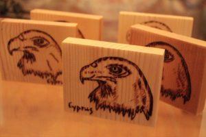 αετός σχέδιο με πυρογραφία - ξύλινες φιγούρες και σχέδια - handicraftcyprus.com - όλα τα είδη χειροτεχνημάτων του εργαστηρίου μας. χειροποίητα δώρα, τάβλια με σκάλισμα και πυρογραφία, σκάκια σκαλιστά, ξύλινα ρολόγια με σκάλισμα, παιδικά κρεμμασταράκια με παιδικούς ήρωες, ξύλινες φιγούρες και σχήματα, σχέδιο με πυρογράφο σε νεροκολοκύθες, μπομπονιέρες βάφτισης, μπομπονιέρες γάμου γάμων, επιχειρηματικά δώρα, ξεχωριστά δώρα επιχειρήσεων, παλαίωση φωτογραφίας, μπαούλα σκαλιστά, κρεμμασταράκια τοίχου για κλειδιά, κρεμμαστάρια ρούχων σκαλιστά, σκαλιστές κορνίζες, χειροποίητοι καθρέφτες με σκάλισμα, εικόνες αγίων με σκάλισμα, παλαιωμένες εικόνες αγίων, διακοσμητικά είδη χειροποίητα, αξεσουάρ γραφείου, σχέδια σε ξύλο, ξυλογλυπτική, παλαίωση εικόνων, αγιογραφίες, πυρογραφία, χαλκογραφία, κορνίζες, καθρέφτες, χειροποίητα, βάφτιση, γάμος, επέτειος, Πάφος, Λευκωσία, Λεμεσός, Λάρνακα.
