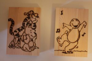 γουΐνι σχέδιο με πυρογραφία - ξύλινες φιγούρες και σχέδια - handicraftcyprus.com - όλα τα είδη χειροτεχνημάτων του εργαστηρίου μας. χειροποίητα δώρα, τάβλια με σκάλισμα και πυρογραφία, σκάκια σκαλιστά, ξύλινα ρολόγια με σκάλισμα, παιδικά κρεμμασταράκια με παιδικούς ήρωες, ξύλινες φιγούρες και σχήματα, σχέδιο με πυρογράφο σε νεροκολοκύθες, μπομπονιέρες βάφτισης, μπομπονιέρες γάμου γάμων, επιχειρηματικά δώρα, ξεχωριστά δώρα επιχειρήσεων, παλαίωση φωτογραφίας, μπαούλα σκαλιστά, κρεμμασταράκια τοίχου για κλειδιά, κρεμμαστάρια ρούχων σκαλιστά, σκαλιστές κορνίζες, χειροποίητοι καθρέφτες με σκάλισμα, εικόνες αγίων με σκάλισμα, παλαιωμένες εικόνες αγίων, διακοσμητικά είδη χειροποίητα, αξεσουάρ γραφείου, σχέδια σε ξύλο, ξυλογλυπτική, παλαίωση εικόνων, αγιογραφίες, πυρογραφία, χαλκογραφία, κορνίζες, καθρέφτες, χειροποίητα, βάφτιση, γάμος, επέτειος, Πάφος, Λευκωσία, Λεμεσός, Λάρνακα.