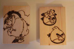 angry birds σχέδιο με πυρογραφία - ξύλινες φιγούρες και σχέδια - handicraftcyprus.com - όλα τα είδη χειροτεχνημάτων του εργαστηρίου μας. χειροποίητα δώρα, τάβλια με σκάλισμα και πυρογραφία, σκάκια σκαλιστά, ξύλινα ρολόγια με σκάλισμα, παιδικά κρεμμασταράκια με παιδικούς ήρωες, ξύλινες φιγούρες και σχήματα, σχέδιο με πυρογράφο σε νεροκολοκύθες, μπομπονιέρες βάφτισης, μπομπονιέρες γάμου γάμων, επιχειρηματικά δώρα, ξεχωριστά δώρα επιχειρήσεων, παλαίωση φωτογραφίας, μπαούλα σκαλιστά, κρεμμασταράκια τοίχου για κλειδιά, κρεμμαστάρια ρούχων σκαλιστά, σκαλιστές κορνίζες, χειροποίητοι καθρέφτες με σκάλισμα, εικόνες αγίων με σκάλισμα, παλαιωμένες εικόνες αγίων, διακοσμητικά είδη χειροποίητα, αξεσουάρ γραφείου, σχέδια σε ξύλο, ξυλογλυπτική, παλαίωση εικόνων, αγιογραφίες, πυρογραφία, χαλκογραφία, κορνίζες, καθρέφτες, χειροποίητα, βάφτιση, γάμος, επέτειος, Πάφος, Λευκωσία, Λεμεσός, Λάρνακα.