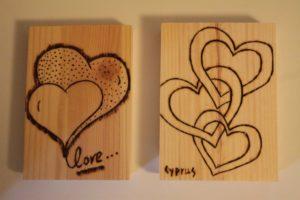 απόφθευγμα αγάπη σχέδιο με πυρογραφία - ξύλινες φιγούρες και σχέδια - handicraftcyprus.com - όλα τα είδη χειροτεχνημάτων του εργαστηρίου μας. χειροποίητα δώρα, τάβλια με σκάλισμα και πυρογραφία, σκάκια σκαλιστά, ξύλινα ρολόγια με σκάλισμα, παιδικά κρεμμασταράκια με παιδικούς ήρωες, ξύλινες φιγούρες και σχήματα, σχέδιο με πυρογράφο σε νεροκολοκύθες, μπομπονιέρες βάφτισης, μπομπονιέρες γάμου γάμων, επιχειρηματικά δώρα, ξεχωριστά δώρα επιχειρήσεων, παλαίωση φωτογραφίας, μπαούλα σκαλιστά, κρεμμασταράκια τοίχου για κλειδιά, κρεμμαστάρια ρούχων σκαλιστά, σκαλιστές κορνίζες, χειροποίητοι καθρέφτες με σκάλισμα, εικόνες αγίων με σκάλισμα, παλαιωμένες εικόνες αγίων, διακοσμητικά είδη χειροποίητα, αξεσουάρ γραφείου, σχέδια σε ξύλο, ξυλογλυπτική, παλαίωση εικόνων, αγιογραφίες, πυρογραφία, χαλκογραφία, κορνίζες, καθρέφτες, χειροποίητα, βάφτιση, γάμος, επέτειος, Πάφος, Λευκωσία, Λεμεσός, Λάρνακα.