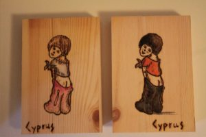 παιδάκι σχέδιο με πυρογραφία - ξύλινες φιγούρες και σχέδια - handicraftcyprus.com - όλα τα είδη χειροτεχνημάτων του εργαστηρίου μας. χειροποίητα δώρα, τάβλια με σκάλισμα και πυρογραφία, σκάκια σκαλιστά, ξύλινα ρολόγια με σκάλισμα, παιδικά κρεμμασταράκια με παιδικούς ήρωες, ξύλινες φιγούρες και σχήματα, σχέδιο με πυρογράφο σε νεροκολοκύθες, μπομπονιέρες βάφτισης, μπομπονιέρες γάμου γάμων, επιχειρηματικά δώρα, ξεχωριστά δώρα επιχειρήσεων, παλαίωση φωτογραφίας, μπαούλα σκαλιστά, κρεμμασταράκια τοίχου για κλειδιά, κρεμμαστάρια ρούχων σκαλιστά, σκαλιστές κορνίζες, χειροποίητοι καθρέφτες με σκάλισμα, εικόνες αγίων με σκάλισμα, παλαιωμένες εικόνες αγίων, διακοσμητικά είδη χειροποίητα, αξεσουάρ γραφείου, σχέδια σε ξύλο, ξυλογλυπτική, παλαίωση εικόνων, αγιογραφίες, πυρογραφία, χαλκογραφία, κορνίζες, καθρέφτες, χειροποίητα, βάφτιση, γάμος, επέτειος, Πάφος, Λευκωσία, Λεμεσός, Λάρνακα.