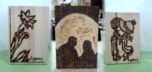 λουλούδι ζευγάρι σχέδιο με πυρογραφία - ξύλινες φιγούρες και σχέδια - handicraftcyprus.com - όλα τα είδη χειροτεχνημάτων του εργαστηρίου μας. χειροποίητα δώρα, τάβλια με σκάλισμα και πυρογραφία, σκάκια σκαλιστά, ξύλινα ρολόγια με σκάλισμα, παιδικά κρεμμασταράκια με παιδικούς ήρωες, ξύλινες φιγούρες και σχήματα, σχέδιο με πυρογράφο σε νεροκολοκύθες, μπομπονιέρες βάφτισης, μπομπονιέρες γάμου γάμων, επιχειρηματικά δώρα, ξεχωριστά δώρα επιχειρήσεων, παλαίωση φωτογραφίας, μπαούλα σκαλιστά, κρεμμασταράκια τοίχου για κλειδιά, κρεμμαστάρια ρούχων σκαλιστά, σκαλιστές κορνίζες, χειροποίητοι καθρέφτες με σκάλισμα, εικόνες αγίων με σκάλισμα, παλαιωμένες εικόνες αγίων, διακοσμητικά είδη χειροποίητα, αξεσουάρ γραφείου, σχέδια σε ξύλο, ξυλογλυπτική, παλαίωση εικόνων, αγιογραφίες, πυρογραφία, χαλκογραφία, κορνίζες, καθρέφτες, χειροποίητα, βάφτιση, γάμος, επέτειος, Πάφος, Λευκωσία, Λεμεσός, Λάρνακα.