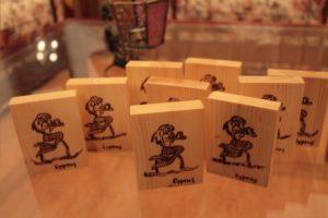 γοργόνα σχέδιο με πυρογραφία - ξύλινες φιγούρες και σχέδια - handicraftcyprus.com - όλα τα είδη χειροτεχνημάτων του εργαστηρίου μας. χειροποίητα δώρα, τάβλια με σκάλισμα και πυρογραφία, σκάκια σκαλιστά, ξύλινα ρολόγια με σκάλισμα, παιδικά κρεμμασταράκια με παιδικούς ήρωες, ξύλινες φιγούρες και σχήματα, σχέδιο με πυρογράφο σε νεροκολοκύθες, μπομπονιέρες βάφτισης, μπομπονιέρες γάμου γάμων, επιχειρηματικά δώρα, ξεχωριστά δώρα επιχειρήσεων, παλαίωση φωτογραφίας, μπαούλα σκαλιστά, κρεμμασταράκια τοίχου για κλειδιά, κρεμμαστάρια ρούχων σκαλιστά, σκαλιστές κορνίζες, χειροποίητοι καθρέφτες με σκάλισμα, εικόνες αγίων με σκάλισμα, παλαιωμένες εικόνες αγίων, διακοσμητικά είδη χειροποίητα, αξεσουάρ γραφείου, σχέδια σε ξύλο, ξυλογλυπτική, παλαίωση εικόνων, αγιογραφίες, πυρογραφία, χαλκογραφία, κορνίζες, καθρέφτες, χειροποίητα, βάφτιση, γάμος, επέτειος, Πάφος, Λευκωσία, Λεμεσός, Λάρνακα.