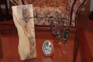 κουκουβάγια σε δέντρο - σχέδιο με πυρογραφία - ξύλινες φιγούρες και σχέδια - handicraftcyprus.com - όλα τα είδη χειροτεχνημάτων του εργαστηρίου μας. χειροποίητα δώρα, τάβλια με σκάλισμα και πυρογραφία, σκάκια σκαλιστά, ξύλινα ρολόγια με σκάλισμα, παιδικά κρεμμασταράκια με παιδικούς ήρωες, ξύλινες φιγούρες και σχήματα, σχέδιο με πυρογράφο σε νεροκολοκύθες, μπομπονιέρες βάφτισης, μπομπονιέρες γάμου γάμων, επιχειρηματικά δώρα, ξεχωριστά δώρα επιχειρήσεων, παλαίωση φωτογραφίας, μπαούλα σκαλιστά, κρεμμασταράκια τοίχου για κλειδιά, κρεμμαστάρια ρούχων σκαλιστά, σκαλιστές κορνίζες, χειροποίητοι καθρέφτες με σκάλισμα, εικόνες αγίων με σκάλισμα, παλαιωμένες εικόνες αγίων, διακοσμητικά είδη χειροποίητα, αξεσουάρ γραφείου, σχέδια σε ξύλο, ξυλογλυπτική, παλαίωση εικόνων, αγιογραφίες, πυρογραφία, χαλκογραφία, κορνίζες, καθρέφτες, χειροποίητα, βάφτιση, γάμος, επέτειος, Πάφος, Λευκωσία, Λεμεσός, Λάρνακα.