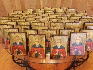 άγιος πέτρος - παλαίωση εικόνας αγίου - χειροποίητες μπομπονιέρες - handmade bonbonniere - handicraftcyprus.com - όλα τα είδη χειροτεχνημάτων του εργαστηρίου μας. χειροποίητα δώρα, τάβλια με σκάλισμα και πυρογραφία, σκάκια σκαλιστά, ξύλινα ρολόγια με σκάλισμα, παιδικά κρεμμασταράκια με παιδικούς ήρωες, ξύλινες φιγούρες και σχήματα, σχέδιο με πυρογράφο σε νεροκολοκύθες, μπομπονιέρες βάφτισης, μπομπονιέρες γάμου γάμων, επιχειρηματικά δώρα, ξεχωριστά δώρα επιχειρήσεων, παλαίωση φωτογραφίας, μπαούλα σκαλιστά, κρεμμασταράκια τοίχου για κλειδιά, κρεμμαστάρια ρούχων σκαλιστά, σκαλιστές κορνίζες, χειροποίητοι καθρέφτες με σκάλισμα, εικόνες αγίων με σκάλισμα, παλαιωμένες εικόνες αγίων, διακοσμητικά είδη χειροποίητα, αξεσουάρ γραφείου, σχέδια σε ξύλο, ξυλογλυπτική, παλαίωση εικόνων, αγιογραφίες, πυρογραφία, χαλκογραφία, κορνίζες, καθρέφτες, χειροποίητα, βάφτιση, γάμος, επέτειος, Πάφος, Λευκωσία, Λεμεσός, Λάρνακα.