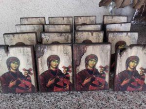 παναγία χριστός - παλαίωση εικόνας αγίου - χειροποίητες μπομπονιέρες - handmade bonbonniere - handicraftcyprus.com - όλα τα είδη χειροτεχνημάτων του εργαστηρίου μας. χειροποίητα δώρα, τάβλια με σκάλισμα και πυρογραφία, σκάκια σκαλιστά, ξύλινα ρολόγια με σκάλισμα, παιδικά κρεμμασταράκια με παιδικούς ήρωες, ξύλινες φιγούρες και σχήματα, σχέδιο με πυρογράφο σε νεροκολοκύθες, μπομπονιέρες βάφτισης, μπομπονιέρες γάμου γάμων, επιχειρηματικά δώρα, ξεχωριστά δώρα επιχειρήσεων, παλαίωση φωτογραφίας, μπαούλα σκαλιστά, κρεμμασταράκια τοίχου για κλειδιά, κρεμμαστάρια ρούχων σκαλιστά, σκαλιστές κορνίζες, χειροποίητοι καθρέφτες με σκάλισμα, εικόνες αγίων με σκάλισμα, παλαιωμένες εικόνες αγίων, διακοσμητικά είδη χειροποίητα, αξεσουάρ γραφείου, σχέδια σε ξύλο, ξυλογλυπτική, παλαίωση εικόνων, αγιογραφίες, πυρογραφία, χαλκογραφία, κορνίζες, καθρέφτες, χειροποίητα, βάφτιση, γάμος, επέτειος, Πάφος, Λευκωσία, Λεμεσός, Λάρνακα.