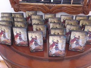 άγιος γεώργιος - παλαίωση εικόνας αγίου - χειροποίητες μπομπονιέρες - handmade bonbonniere - handicraftcyprus.com - όλα τα είδη χειροτεχνημάτων του εργαστηρίου μας. χειροποίητα δώρα, τάβλια με σκάλισμα και πυρογραφία, σκάκια σκαλιστά, ξύλινα ρολόγια με σκάλισμα, παιδικά κρεμμασταράκια με παιδικούς ήρωες, ξύλινες φιγούρες και σχήματα, σχέδιο με πυρογράφο σε νεροκολοκύθες, μπομπονιέρες βάφτισης, μπομπονιέρες γάμου γάμων, επιχειρηματικά δώρα, ξεχωριστά δώρα επιχειρήσεων, παλαίωση φωτογραφίας, μπαούλα σκαλιστά, κρεμμασταράκια τοίχου για κλειδιά, κρεμμαστάρια ρούχων σκαλιστά, σκαλιστές κορνίζες, χειροποίητοι καθρέφτες με σκάλισμα, εικόνες αγίων με σκάλισμα, παλαιωμένες εικόνες αγίων, διακοσμητικά είδη χειροποίητα, αξεσουάρ γραφείου, σχέδια σε ξύλο, ξυλογλυπτική, παλαίωση εικόνων, αγιογραφίες, πυρογραφία, χαλκογραφία, κορνίζες, καθρέφτες, χειροποίητα, βάφτιση, γάμος, επέτειος, Πάφος, Λευκωσία, Λεμεσός, Λάρνακα.