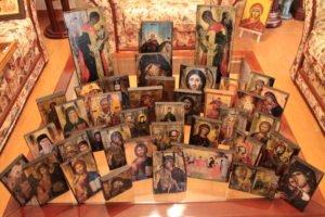 διάφοροι αγίοι - παλαίωση εικόνας αγίου σε ξύλο - aged religious icons on wood - handicraftcyprus.com - όλα τα είδη χειροτεχνημάτων του εργαστηρίου μας. χειροποίητα δώρα, τάβλια με σκάλισμα και πυρογραφία, σκάκια σκαλιστά, ξύλινα ρολόγια με σκάλισμα, παιδικά κρεμμασταράκια με παιδικούς ήρωες, ξύλινες φιγούρες και σχήματα, σχέδιο με πυρογράφο σε νεροκολοκύθες, μπομπονιέρες βάφτισης, μπομπονιέρες γάμου γάμων, επιχειρηματικά δώρα, ξεχωριστά δώρα επιχειρήσεων, παλαίωση φωτογραφίας, μπαούλα σκαλιστά, κρεμμασταράκια τοίχου για κλειδιά, κρεμμαστάρια ρούχων σκαλιστά, σκαλιστές κορνίζες, χειροποίητοι καθρέφτες με σκάλισμα, εικόνες αγίων με σκάλισμα, παλαιωμένες εικόνες αγίων, διακοσμητικά είδη χειροποίητα, αξεσουάρ γραφείου, σχέδια σε ξύλο, ξυλογλυπτική, παλαίωση εικόνων, αγιογραφίες, πυρογραφία, χαλκογραφία, κορνίζες, καθρέφτες, χειροποίητα, βάφτιση, γάμος, επέτειος, Πάφος, Λευκωσία, Λεμεσός, Λάρνακα.