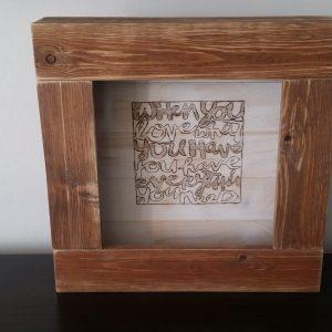 alt text διαστάσεις ~40Χ40εκ. | με εσωτερική λωρίδα φωτισμού led (warm light) | κατασκευή με παλέτες | τιμή πώλησης: €50,00